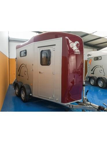 Van de 2 caballos Touring Country 2018 con Guadarnés y Doble Puerta Americana